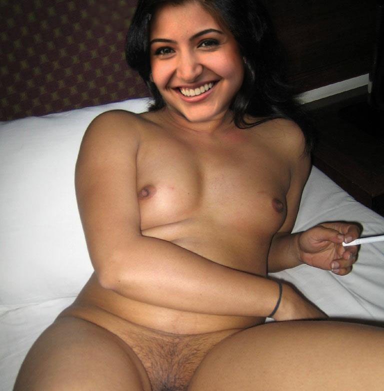 Anushka Sharma naked boobs