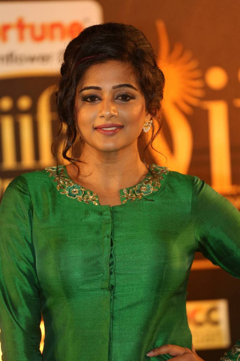 Priyamani ki nangi photo