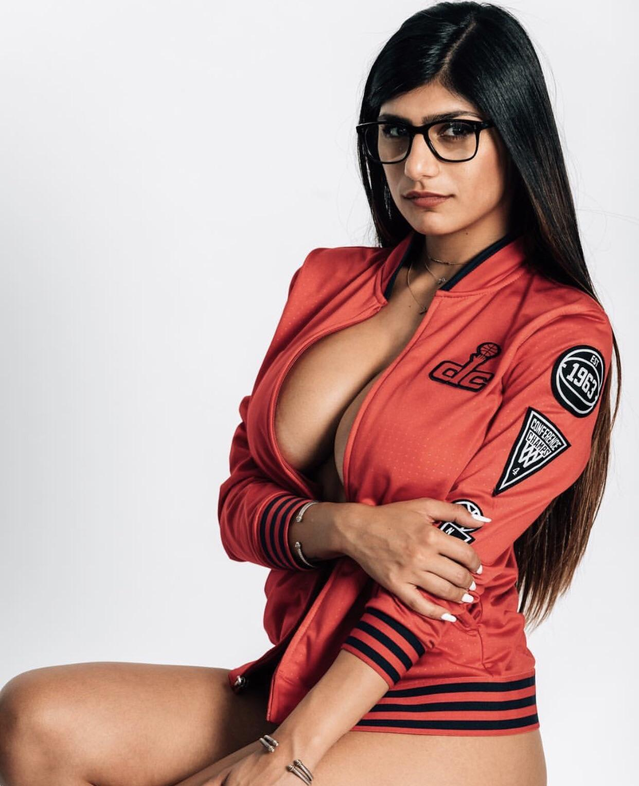 Mia Khalifa big